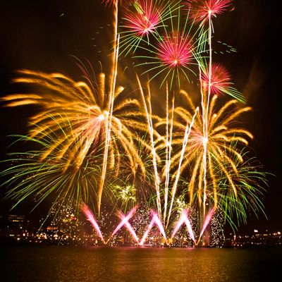 Where To Watch Fireworks On The Delaware River Waterfront New Years Eve Fireworks Fireworks Best Fireworks