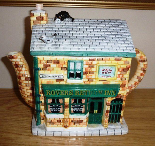 Coronation Street tea pot. Love it!!!