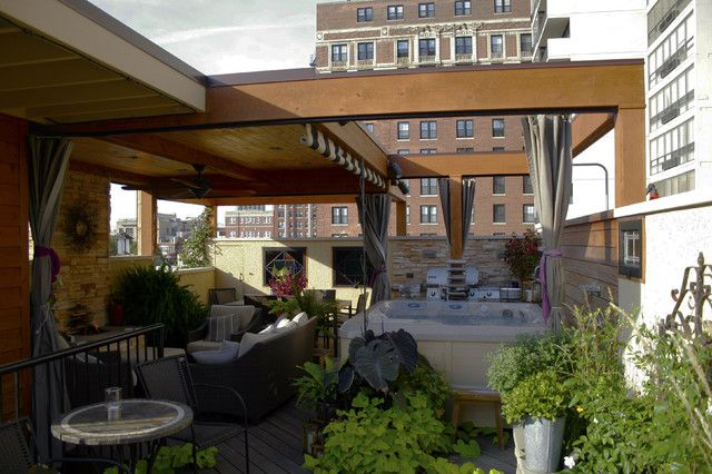 Chicago Roof Deck With Spa And Outdoor Bbq Area