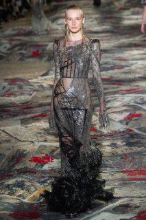 Alexander McQueen коллекция   Коллекции весна-лето 2017   Париж   VOGUE