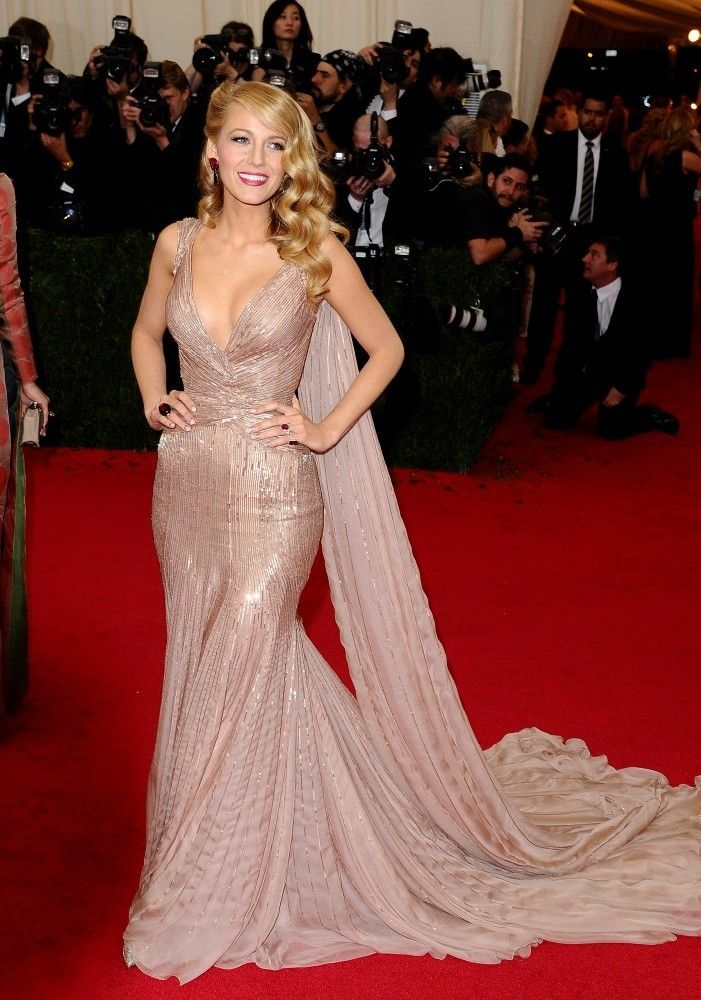 Blake Lively Photos Red Carpet Arrivals At The Met Gala Part 2 Celebrity Evening Dress Met Gala Dresses Gala Dresses