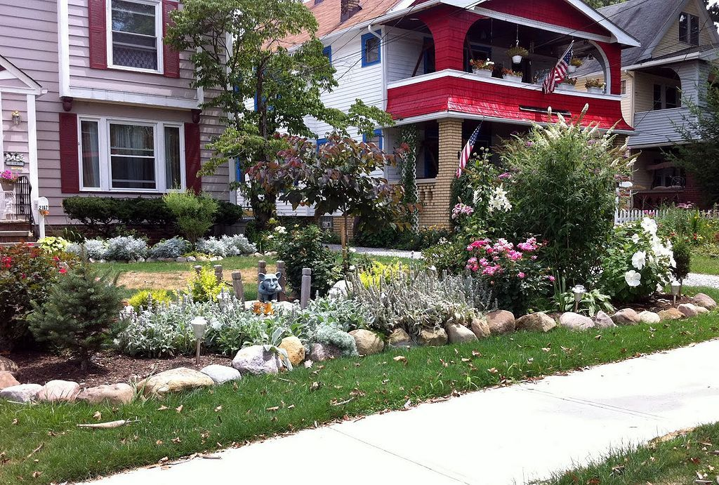 30 Simple And Beautiful Front Yard Landscaping Budget Friendly Ideas Small Yard Landscaping Small Front Yard Landscaping Front House Landscaping