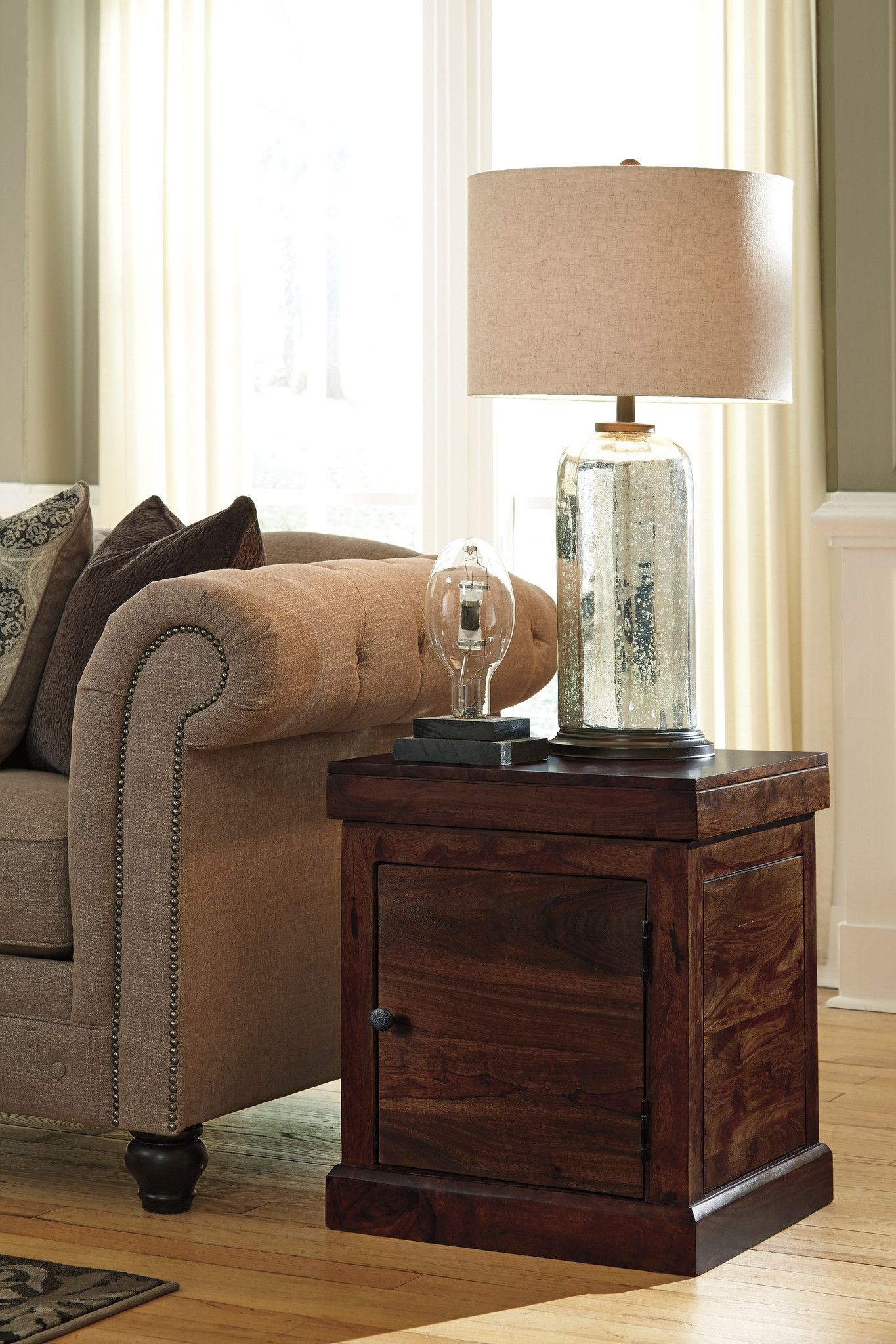 Holifern Square End Table