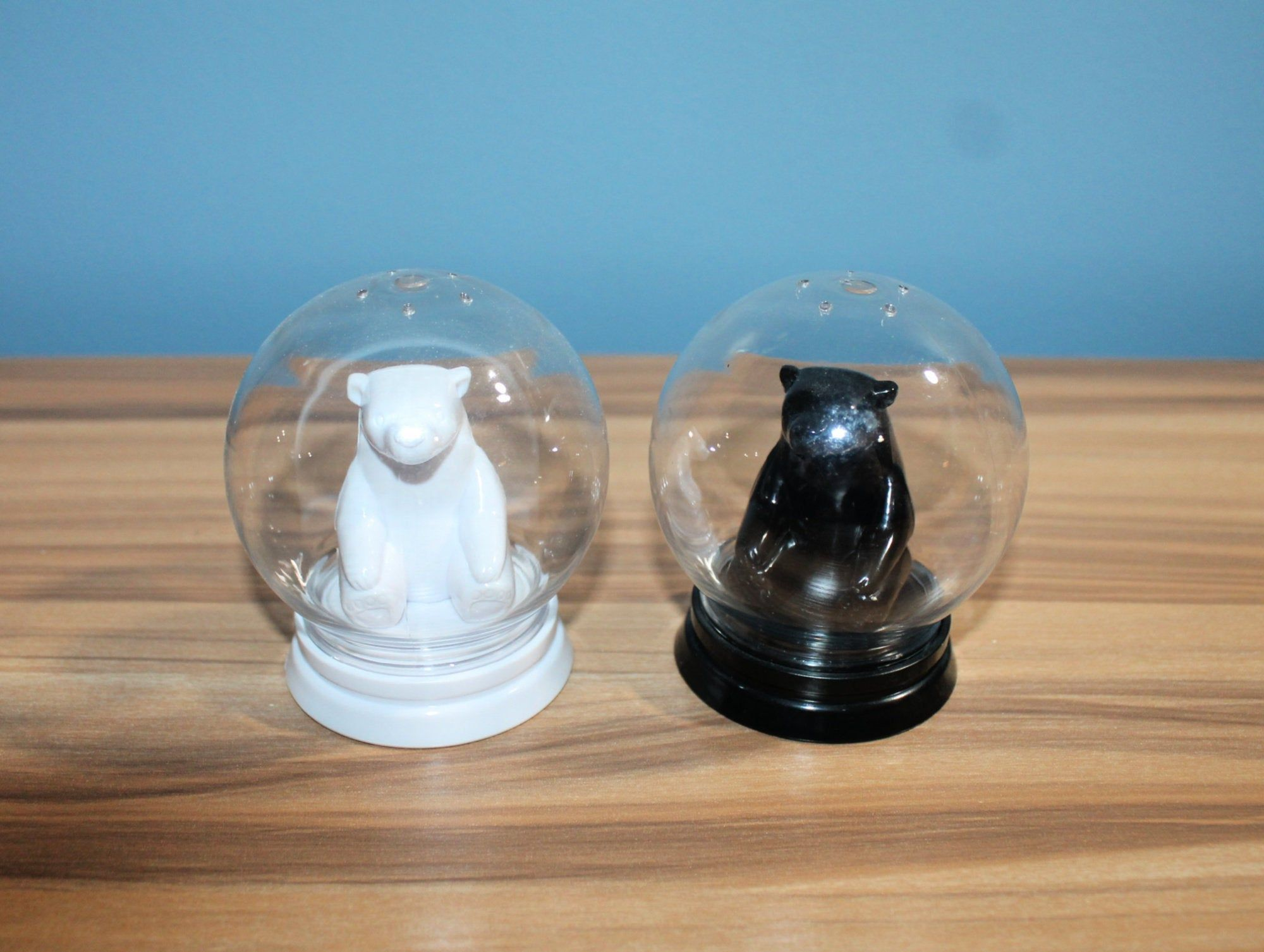 Unique Set Of Bear Snow Globe Salt And Pepper Shakers Polar Etsy In 2021 Snow Globes White Polar Bear Shakers