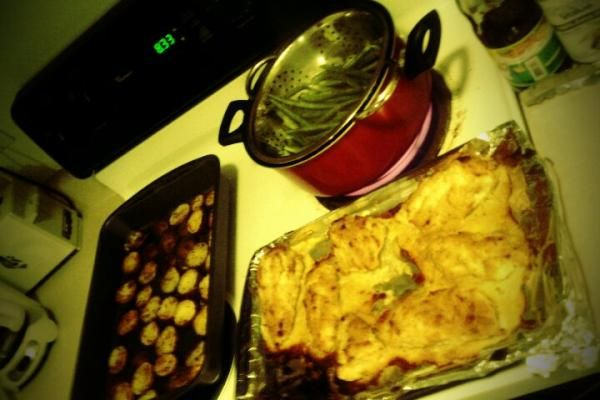 melt in your mouth chicken, red skinned potatoes and steamed green beans!