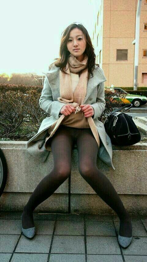 pantyhose-tights-stockings-europe-japan-dee-naked