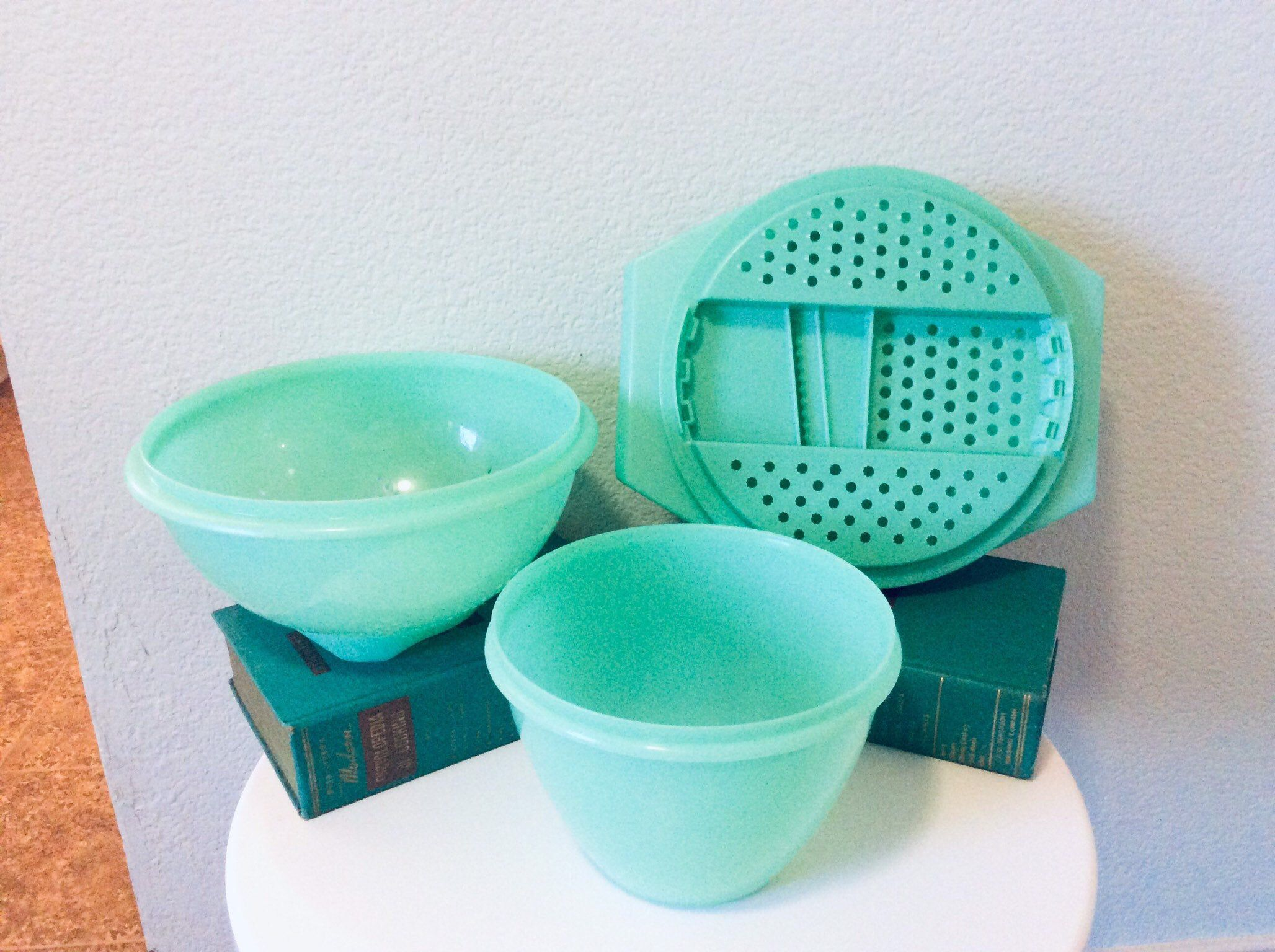 Vintage Mint Green Tupperware Set Colander Strainer Cheese Grater With Lid And Bowl Retro Tupperware Containers Bowls Turquoise Pastel 50s In 2020 Tupperware Vintage Tupperware Bowl
