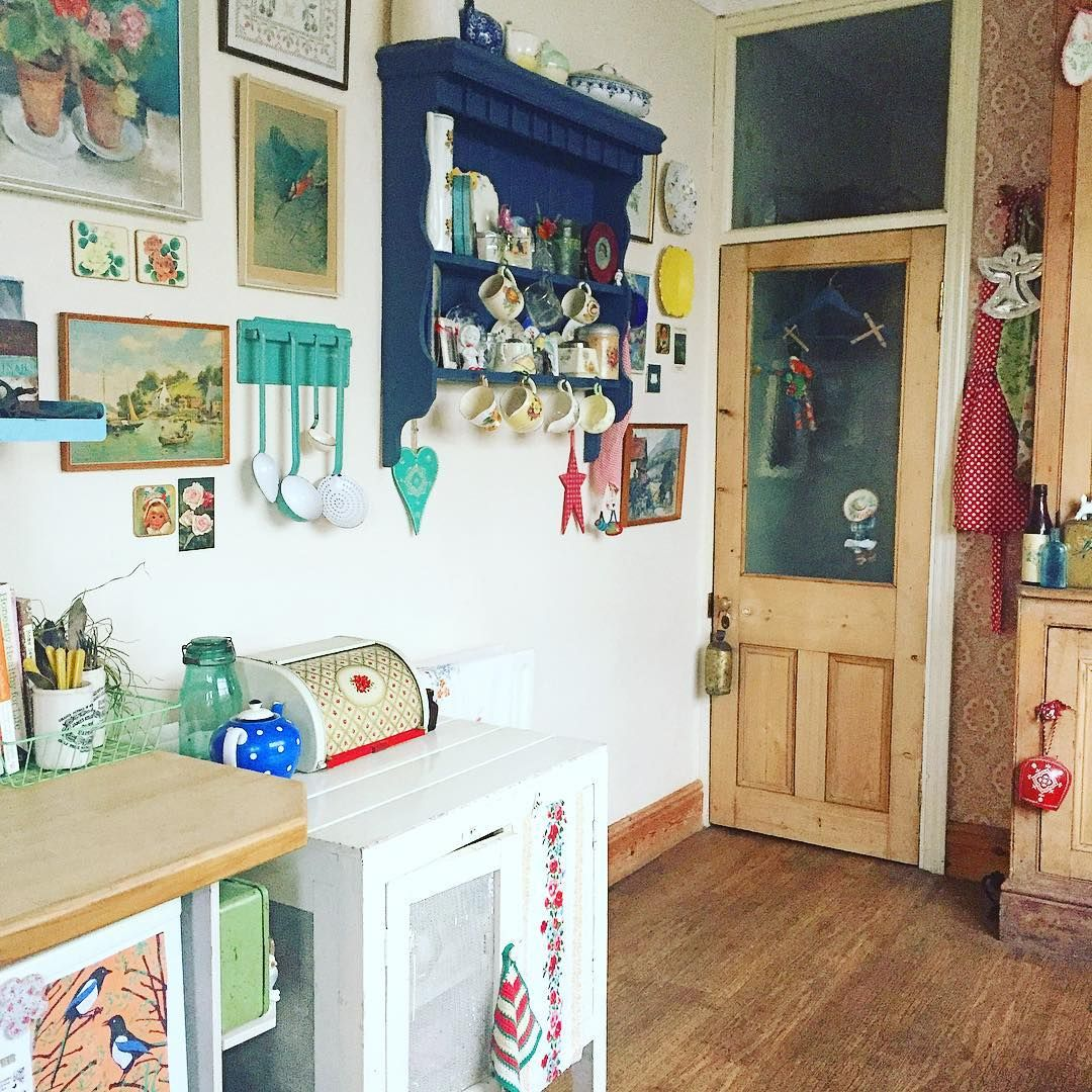 Morning lovely IGers, wishing you all a jolly Wednesday xx  #vintagehome #vintagestyle #myviewnow #myvintagehome #vintagedecor #vintagekitchen #myhomestyle #myhome