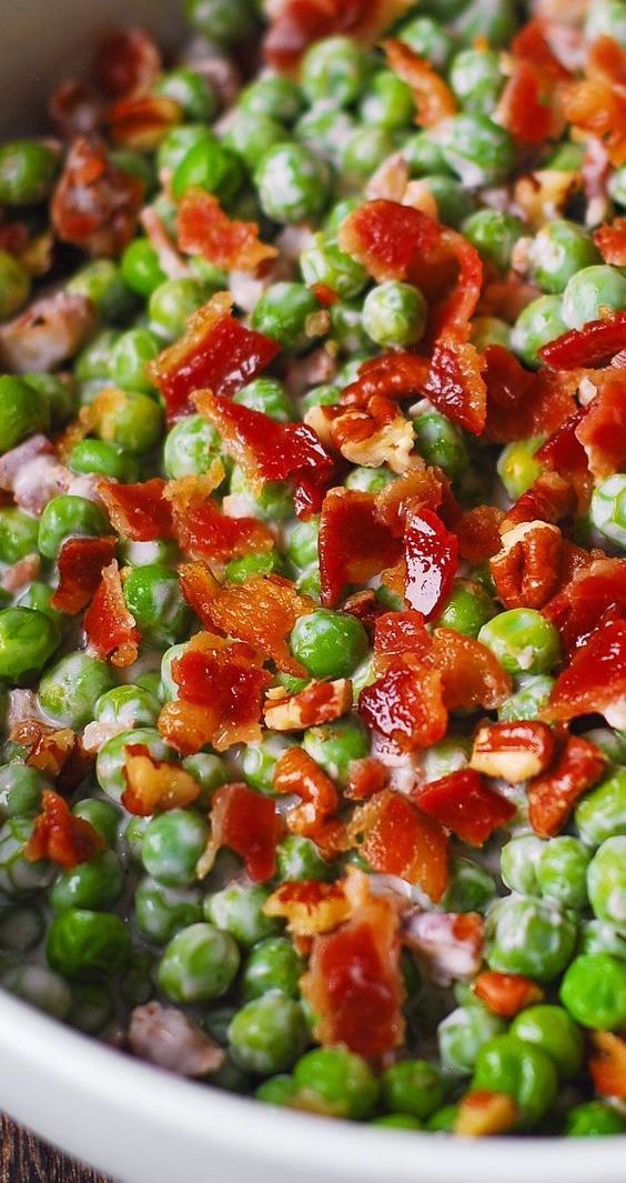 Thanksgiving: Creamy and Crunchy Salad with Peas,