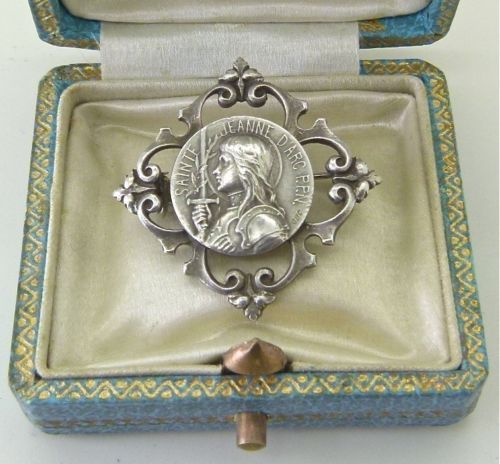 Sainte Jeanne d'Arc P.P.N. brooch