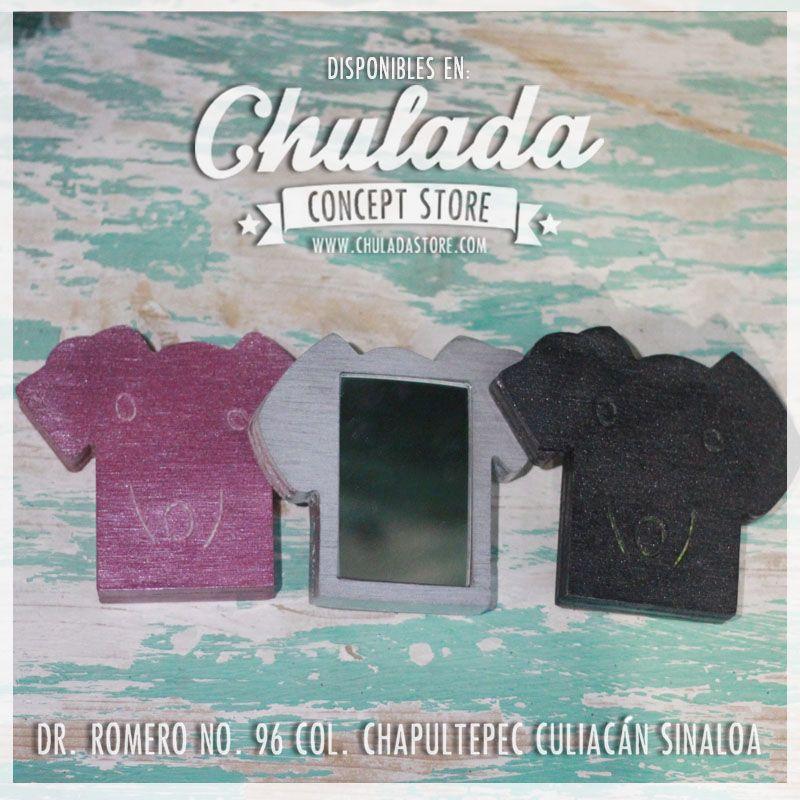 Espejos de bolsillo, hechos a mano de madera disponibles en forma de calavera, perro y gato! www.chuladastore.com