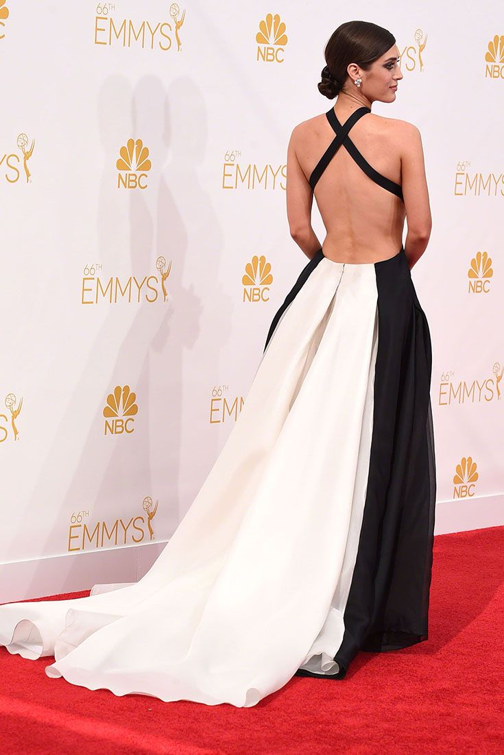 Lizzy caplan looking dreamy in donna karan amazing looks