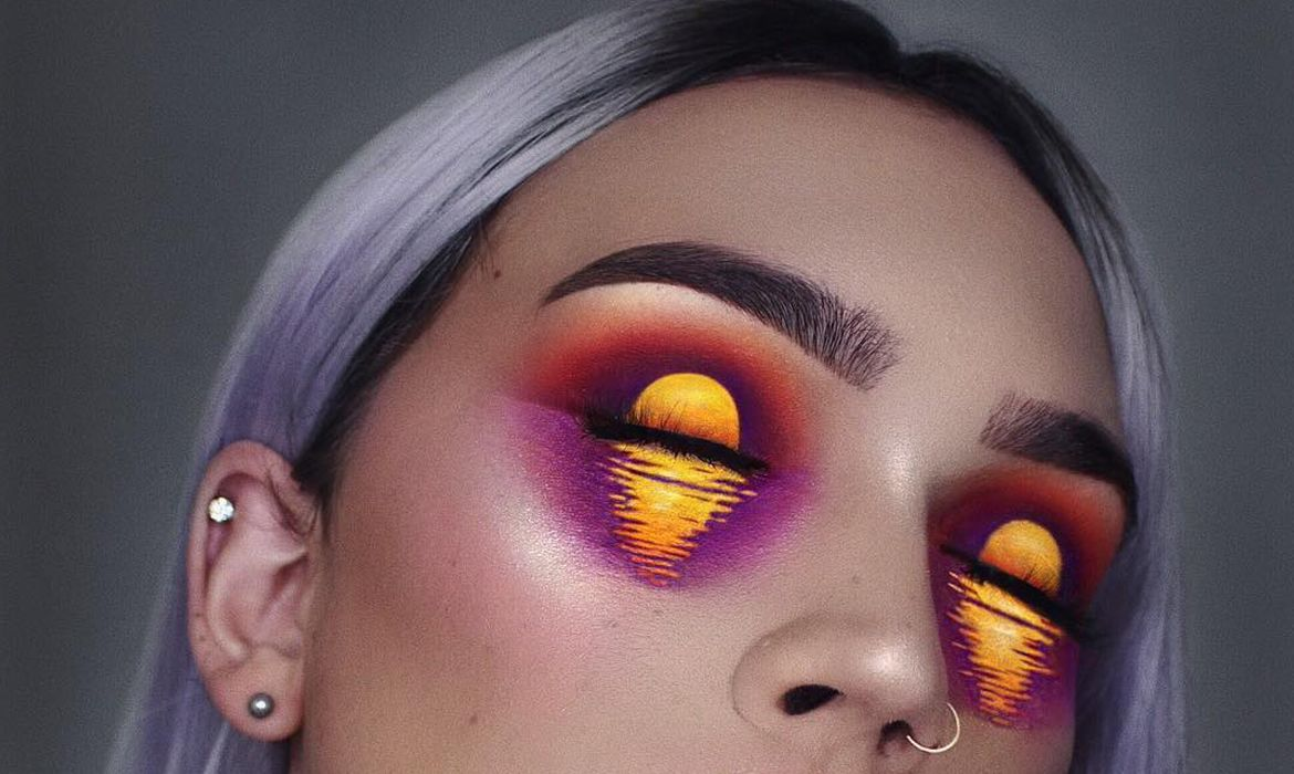 Makeup Artist Transforms Her Eyelids Into Two Gorgeous Shimmering