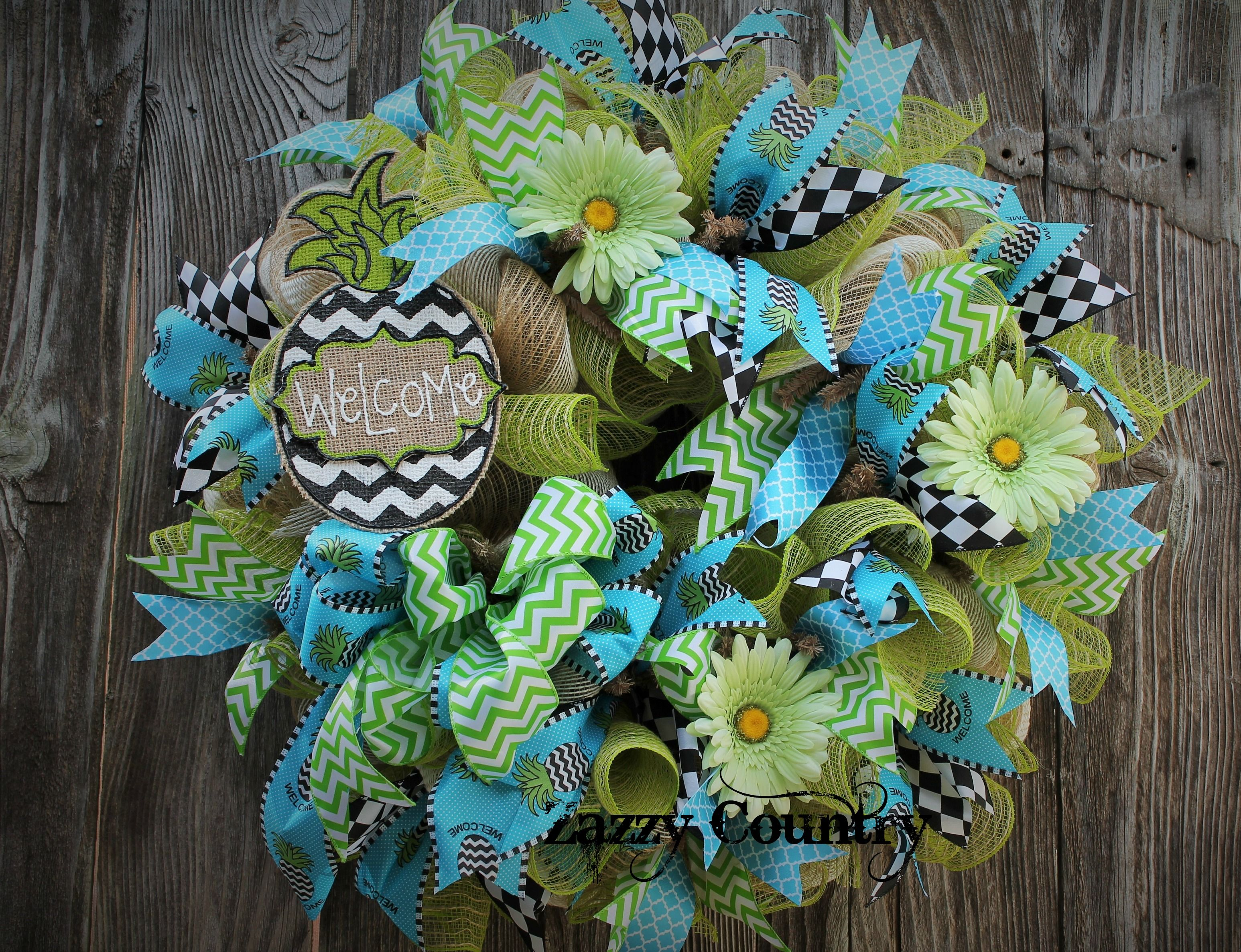 Amazing wreaths on pinterest deco mesh wreaths deco for Amazing wreaths