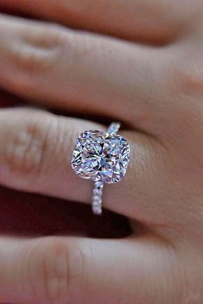 1/2 Carat (ctw) Princess Cut Diamond Engagement Rings for women and Wedding Band Set in 10K White Gold #cushionengagementring
