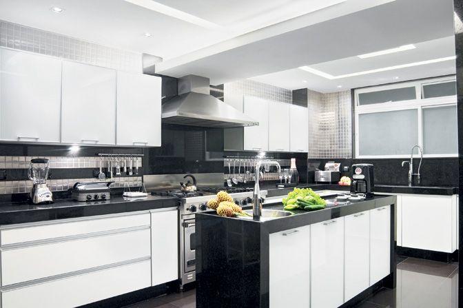 Divulgação/Jairo De Sender #cozinha #brancoepreto #coifa
