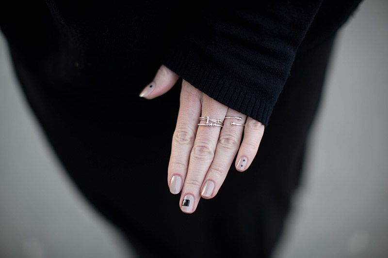minimalistic manicure black nude