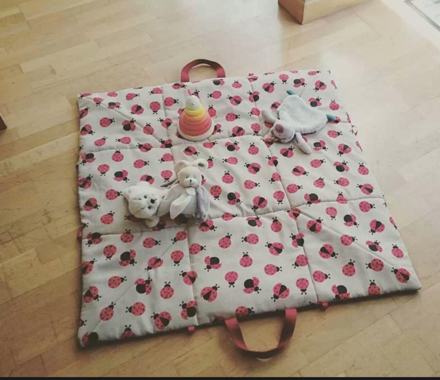 tapis de jeu nomade 120X120 cm bébé . Réalisé sur commande : Jeux, peluches, doudous par mamzelle-fee