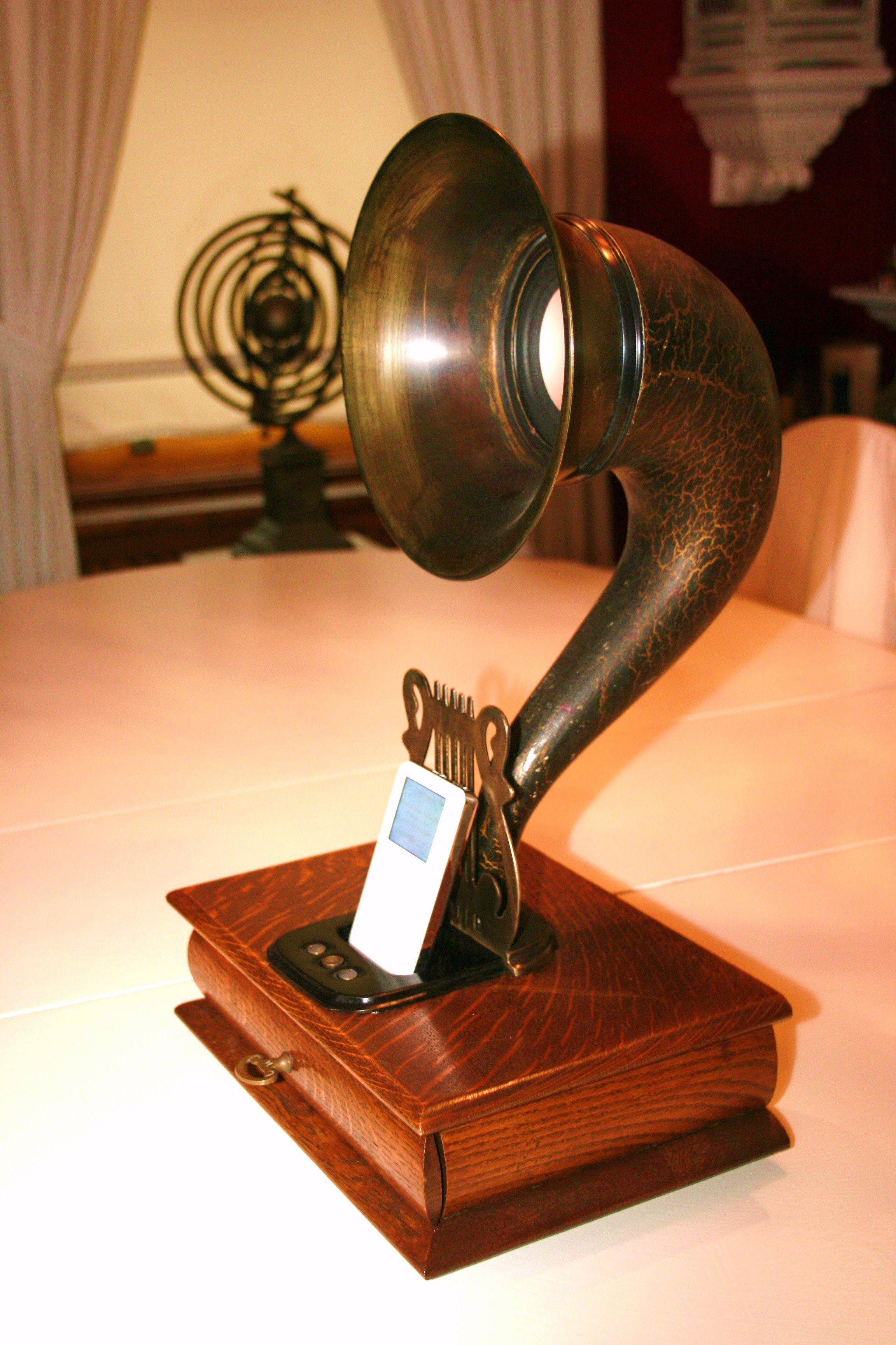 Steampunk retro Gramophone speaker/charging dock for ...