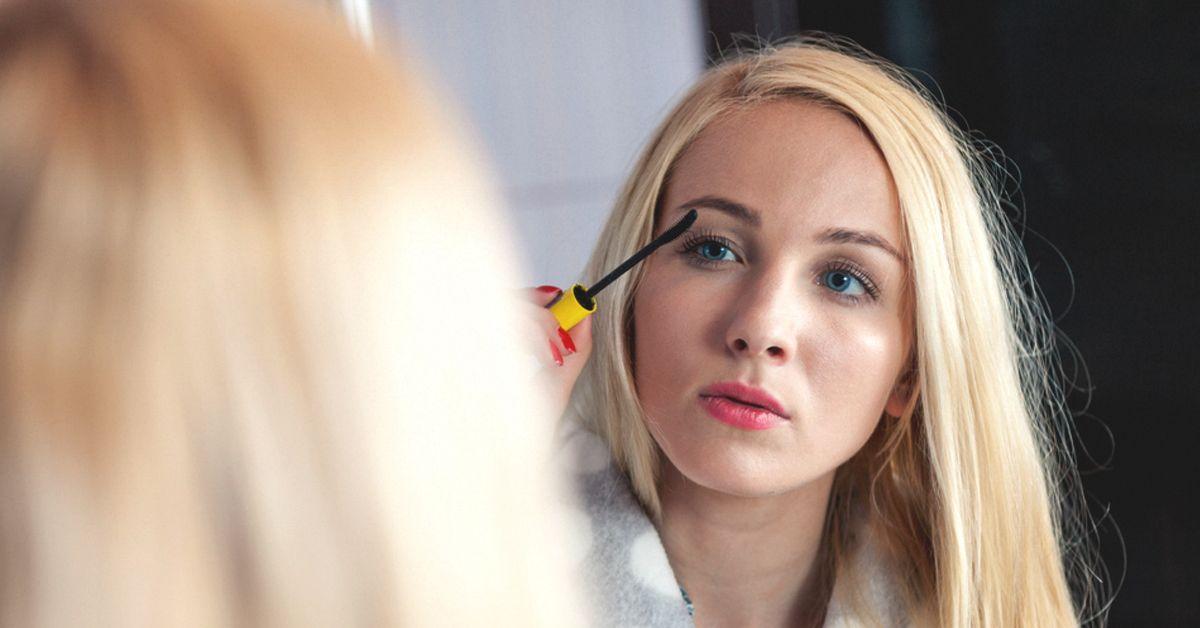 Castor Oil for Eyelash Growth: Does It Work?   Castor oil ...