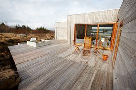 Modern beachhouse, northern lights