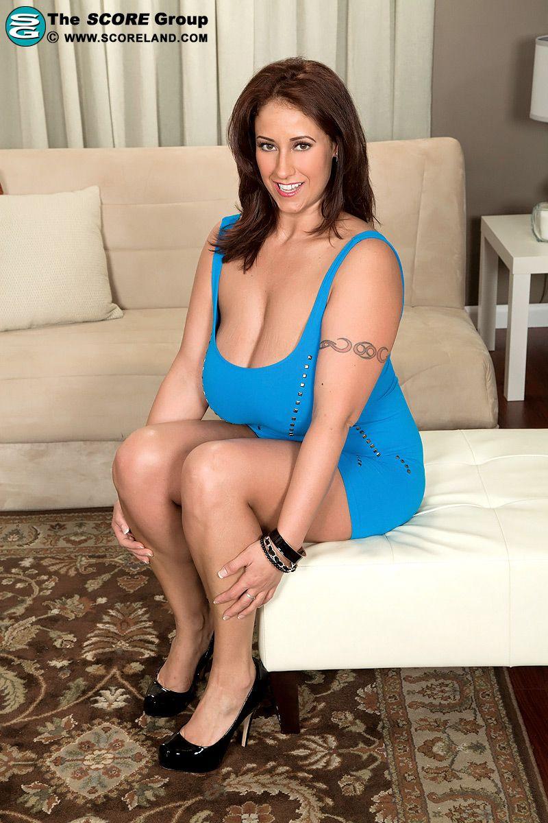 Stunning big boobed webcam chick 4