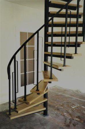 Inspiratie metalen zwarte trap met houten treden for Inspiratie trap