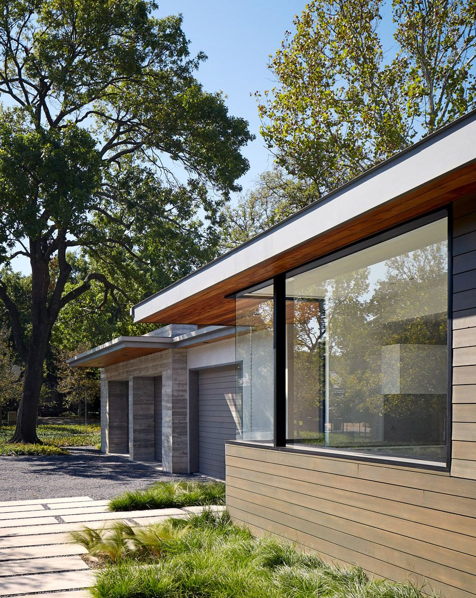By Larue Architects: Garage Of The House On Hidden Pond Residence