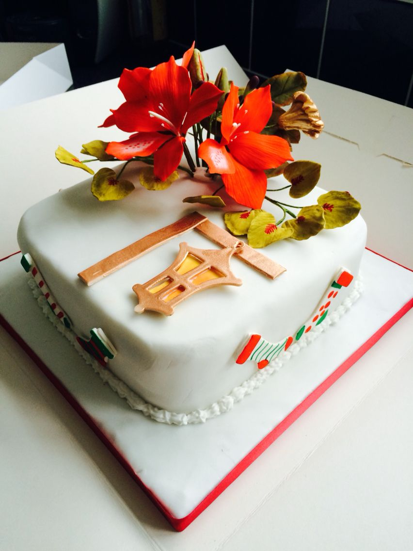 Finished Christmas cake and first attempt of sugar flowers ...