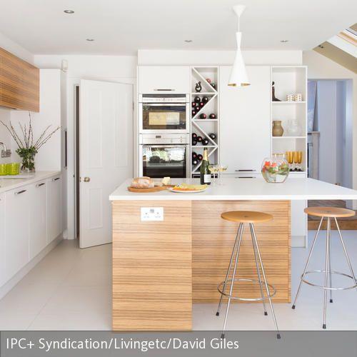Wer seine geräumige Küche gekonnt einrichten will, der sollte keinesfalls auf die praktische Kücheninsel verzichten, die sowohl als Arbeitsfläche als auch…