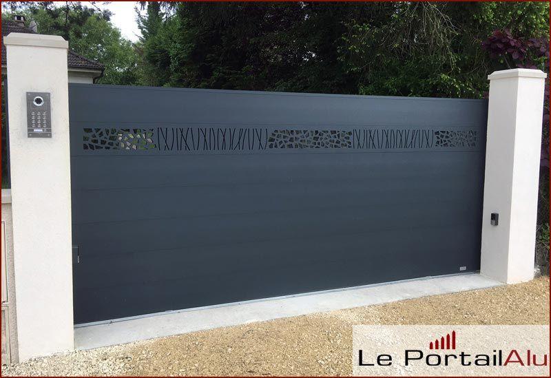 Portail Coulissant Aluminium Design Modele Savannah Disponible Sur Mesure Et A La Couleur De Votre Choix Portail Alu Portail Coulissant Portail