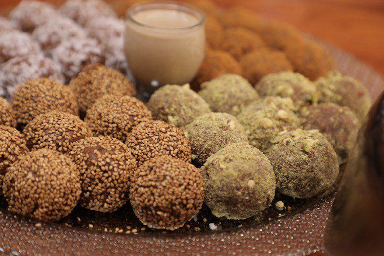 كرات التمر بعدة تغليفات بالفيديو مطبخ سيدتي Recipe Food Almond