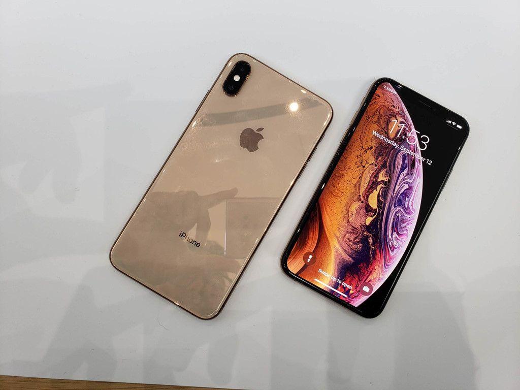 رغم تحقيق آبل لنمو دائم في مبيعات آيفون على مدى عدة أعوام أعلن العديد من المحللون مؤخرا عن توقعاتهم حيال نتائج الربع الأول من 2019 Smartphone Iphone New Iphone