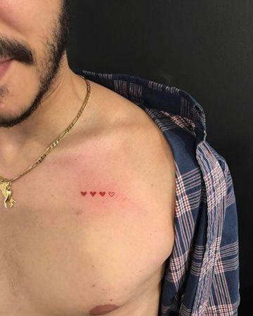 Un Arte Sutil Y Los Tatuajes Pequenos En El Pecho Tatuajes