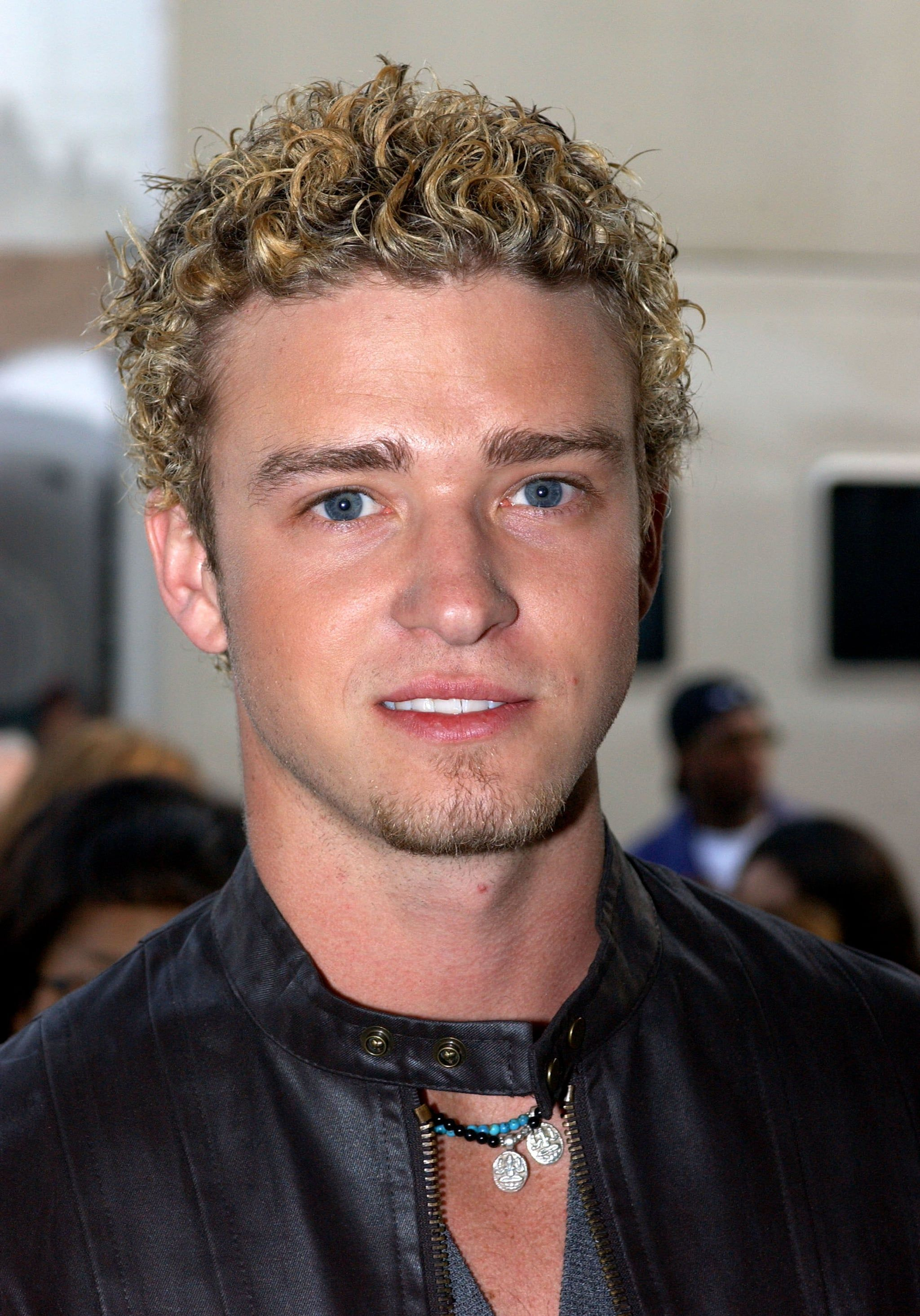 When He Somehow Pulled Off Frosted Tips In 2020 Justin Timberlake Curly Hair Men Timberlake