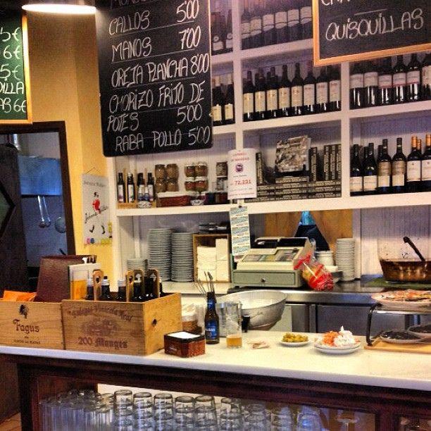 Genial bar tradicional entre fuerte y flojo by IVANCITOOO, via Flickr
