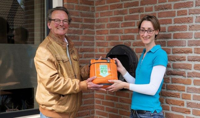 39e AED met AED-kast in Uden - Stichting Uden Hartveilig