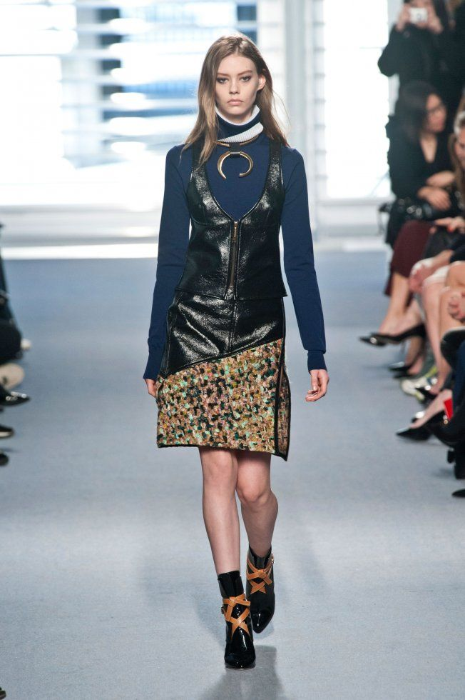 Défilé Louis Vuitton automne hiver 2014-15 : On parie que ce collier va être un accessoire phare de l'hiver prochain ! #PinPFW