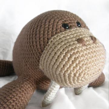 Wilbur the walrus amigurumi pattern by Footloosefriend