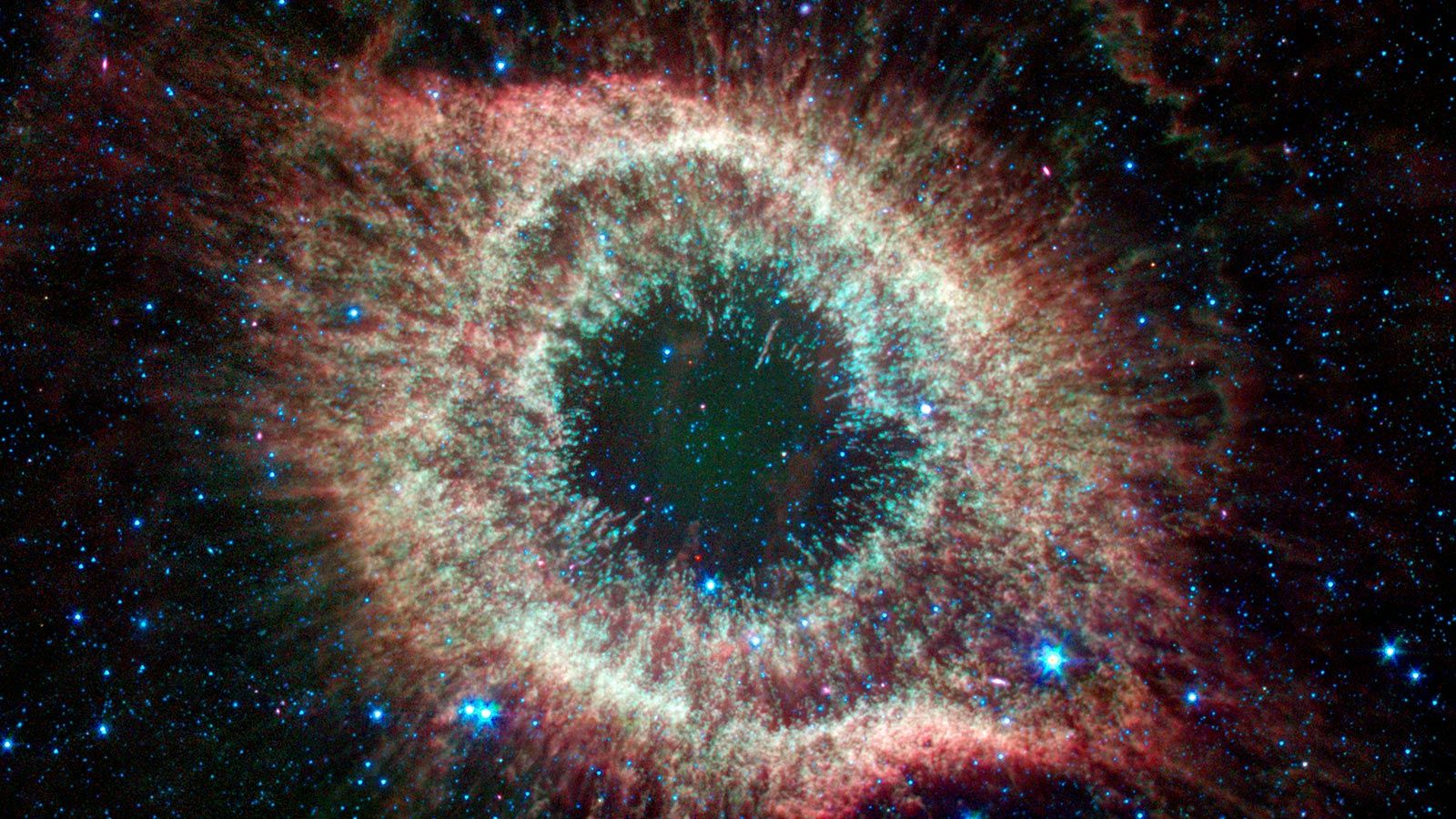 Sixteen Images For Spitzer S Sweet 16 In 2020 Helix Nebula