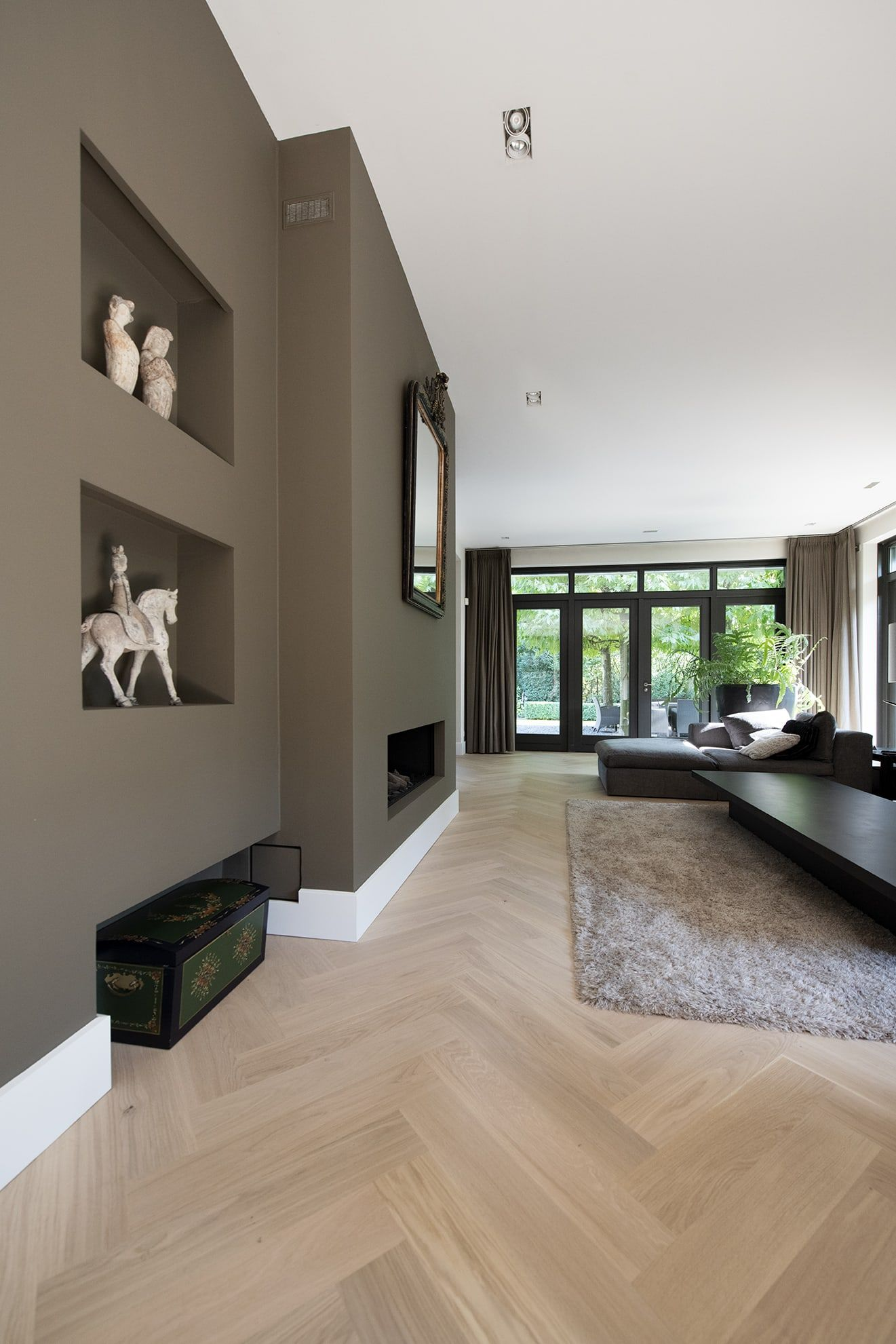 Bauwerk Crema Visgraat in warm en sfeervol interieur | Tida Parket Tilburg