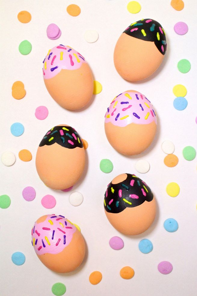 Diy Donut Easter Eggs Free Printable Donut Egg Stands Gift Tags Brite And Bubbly Easter Egg Decorating Easter Crafts Diy Easter Eggs
