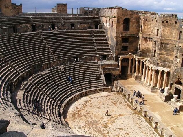 history of roman theatre Roman theater began before roman culture began to emulate the greeks little, though, is known of theater produced by etruscans and other ancient cultures the roman plays that live on in written form were produced in greek-style amphitheaters, and many of the plays were essentially rewritten versions of greek stories.