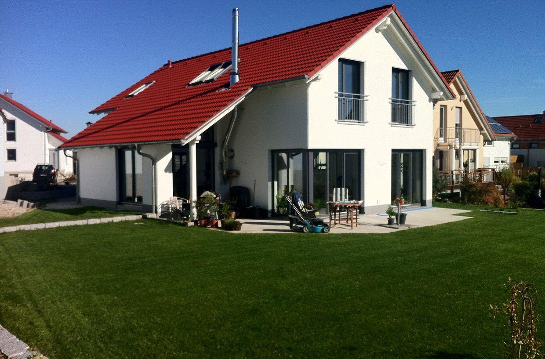 Fassadengestaltung einfamilienhaus rotes dach  einfamilienhaus satteldach flach - Google-Suche | Hausideen ...