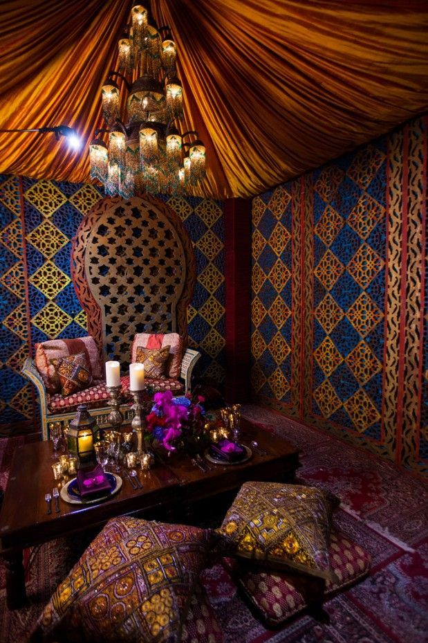 This is a beautiful arabian themed room. I love the look of this home decor