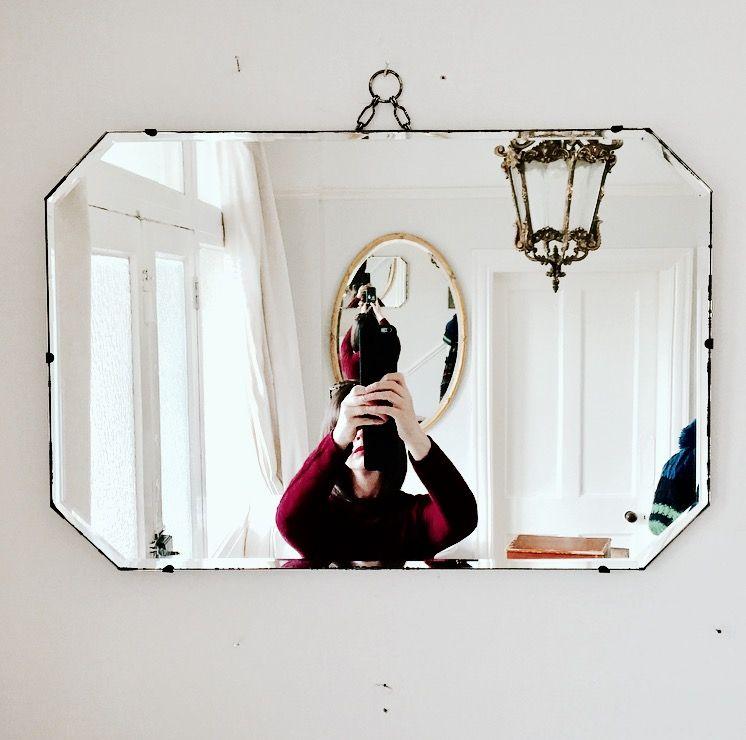 Gorgeous original Art Deco mirror in excellent vintage condition.