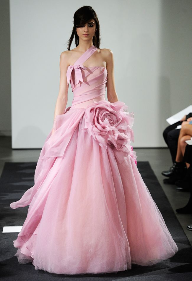 Vera Wang Fall 2014 Wedding Dresses | Rosas, Novios y Vestiditos