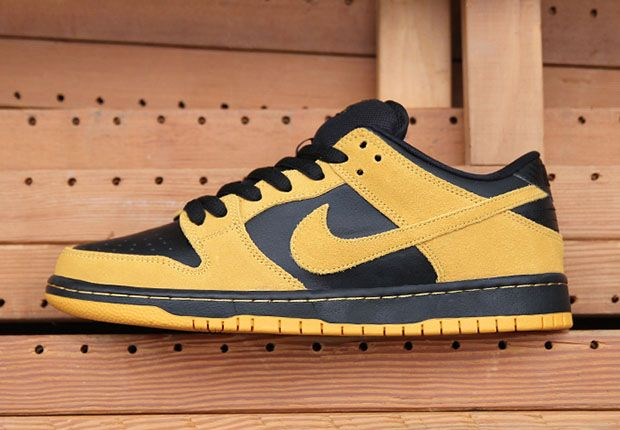 on sale 61bf6 aeb94 A Classic Looking Nike SB Dunk Low is Available Now - SneakerNews.com