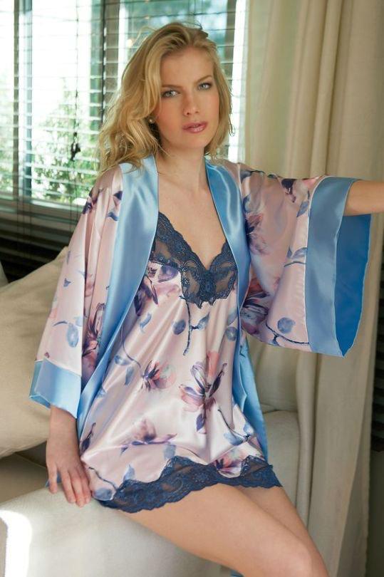 foto de Love This Gorgeous Set 🌹 en 2019 Chemise de nuit Nuisette satin et Vêtement de nuit