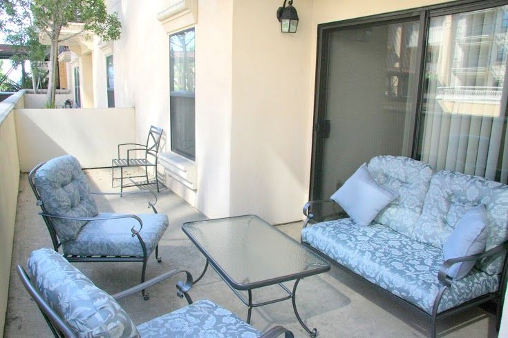 Balcony Vacation Apartment in Downtown Los Angeles by Stay City